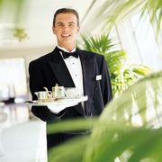 Требуется официант в отель 5* ОАЭ
